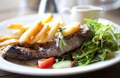 Steak und Chips Stockfotos