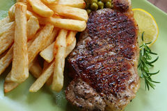 Steak und Chips Stockbilder