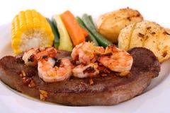 Steak und essbare Meerestiere Lizenzfreies Stockbild