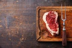 Steak- und Fleischgabel rohes Fleisch Ribeye Lizenzfreies Stockbild