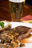 Steak-und Kartoffel-Abendessen Lizenzfreie Stockfotografie