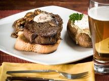 Steak-und Kartoffel-Abendessen Stockfotografie
