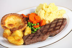 Steak, veg and Yorkshire pud Royalty Free Stock Image