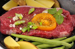 Steak and vegetables Stock Photography