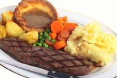 Steakabendessen mit Soße stockfotografie