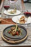 Steakabendessen mit Wein stockfotografie