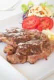 Steake свинины в плите. стоковое изображение