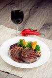 Steakes grillés délicieux de boeuf Photographie stock libre de droits