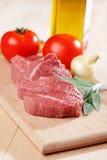 Steakes sin procesar de la carne de vaca Imágenes de archivo libres de regalías