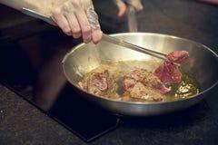 Steakfleischvorbereitung Lizenzfreies Stockfoto