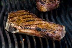 Steaks auf dem Grill Lizenzfreies Stockbild