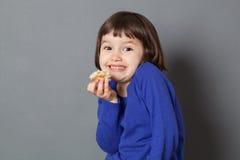 Stealing έννοια διασκέδασης παιδιών για το λατρευτό προσχολικό παιδί Στοκ φωτογραφία με δικαίωμα ελεύθερης χρήσης
