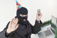 stealing ατόμων lap-top στοιχείων Στοκ φωτογραφία με δικαίωμα ελεύθερης χρήσης
