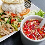 Steam rice and fried beef with fried egg. Thai dish which famously , steam rice and fried beef served with red chilli in fish sauce Stock Photos