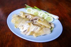 Steamed Chicken, located on the chopping board. Is to be cut to break away for some rice and sauce, steamed chicken and white rice royalty free stock photos