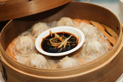 Steamed dumplings or dim sum with sauce in bamboo stew Royalty Free Stock Photos