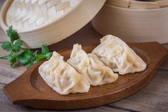 Steamed dumplings on wooden plate Stock Photography