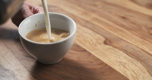 Steamed milk pour into coffee cup to make cappuccino Royalty Free Stock Photography