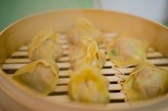 Steaming pork and shrimp dumplings Royalty Free Stock Photos