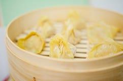 Steaming pork and shrimp dumplings Stock Photography