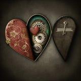 Steampunk在难看的东西背景的心脏小盒 库存照片