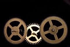 Steampunk在黑背景的时钟嵌齿轮 免版税库存照片