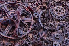 Steampunk背景、机器和机械部分、大齿轮和链子从机器和拖拉机 免版税图库摄影