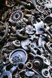 Steampunk背景、机器和机械部分、大齿轮和链子从机器和拖拉机 图库摄影