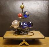 太阳系仪Steampunk有6行星&太阳的艺术时钟 免版税库存图片