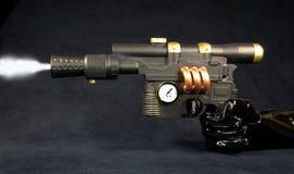 Steampunk - Abfeuern der Dampf-Pistole Stockfotografie