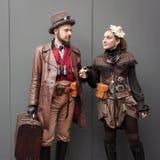 Steampunk cosplayers pozuje przy Festiwalu Del Fumetto konwencją w Mediolan, Włochy fotografia stock