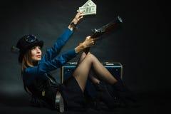 Steampunk flicka med kassa fotografering för bildbyråer