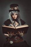 Steampunk forskare med boken Royaltyfria Bilder