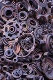 Steampunk-Hintergrund, Maschinenteile, große Gänge und Ketten von den Maschinen und von den Traktoren lizenzfreie stockfotografie