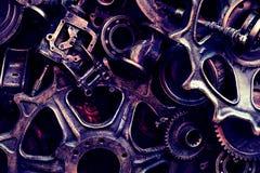 Steampunkachtergrond, machine en mechanische gedeelten, grote toestellen en kettingen van machines en tractoren stock afbeeldingen