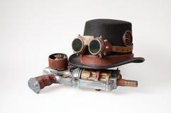 Steampunkhoed, beschermende brillen en kanon Stock Afbeelding