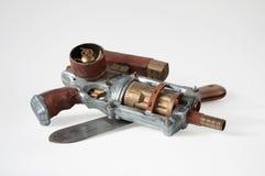 Steampunkkanon en oud mes Stock Afbeelding