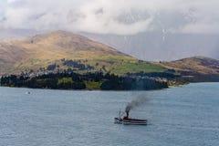 Steamship żeglowanie na Jeziornym Wakatipu Obrazy Royalty Free