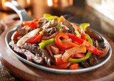 Steamy горячие мексиканские fajitas говядины Стоковая Фотография RF