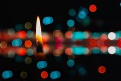 Stearinljus bränner. Royaltyfri Bild