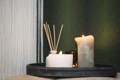 Stearinljus bredvid säng Royaltyfri Fotografi