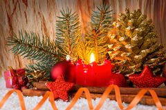 Stearinljus för Advent för julgarneringund Arkivfoton