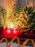Stearinljus för Advent för julgarneringund Arkivbild