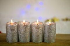 4 stearinljus för advent, med bokeh Royaltyfri Bild