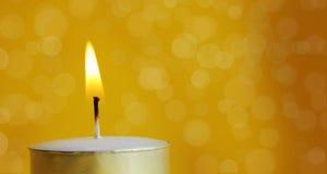 stearinljus för bakgrundsblurburning Fotografering för Bildbyråer