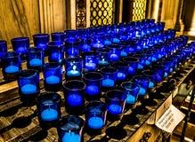 Stearinljus för helgonLouis Basilica Side Altar Blue bön Royaltyfria Foton