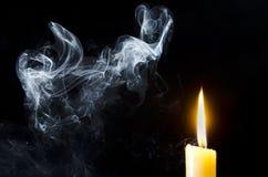 Stearinljus flamma, rök Fotografering för Bildbyråer