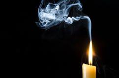Stearinljus flamma, rök Royaltyfri Fotografi