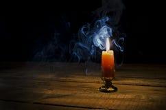Stearinljus flamma, rök Royaltyfria Bilder