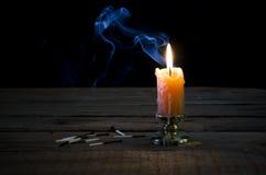 Stearinljus flamma, rök, brända matcher Royaltyfri Fotografi